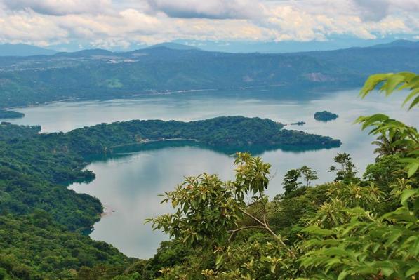 Cambiar la Siembra para dejar de Contaminar las Aguas del Lago Ilopango en El Salvador